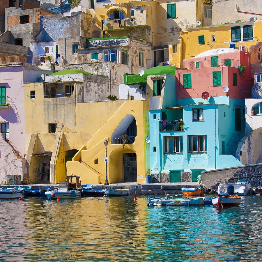 Ischia and procida boat tours from sorrento for Foto di case mediterranee