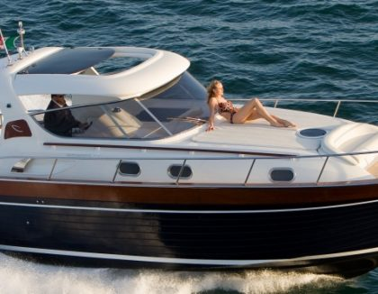 Capri island boats boats in capri rental hire a boat for Table extensible sorrento